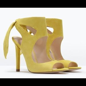 Shoes - 💕HP💕Yellow Zara Sandals/ Heels Size 41 EUR/10 US